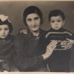 Ես և քույրս մորս հետ / Я и сестра с матерю / I and sister with mother
