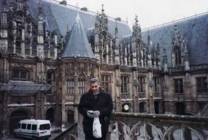 Փարիզ, Դատարանի դիմաց պող հավաքելուց / Париж, перед зданием суда собирая деньги / Paris, the courthouse to raise money