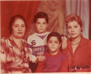 Տղաներս մայռիկի հետ / Мои сыновя с матерю / My sons with mother